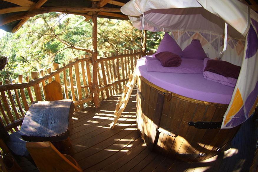 Baumhaushotel der geheimen Welt von Turisede Terrasse
