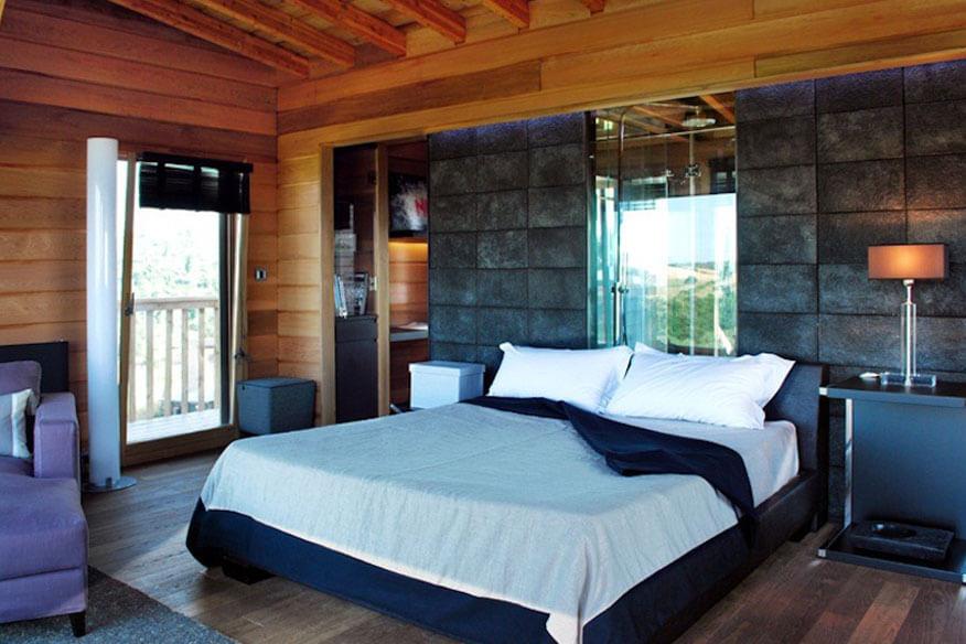 Baumhaus Black Cabin Schlafzimmer