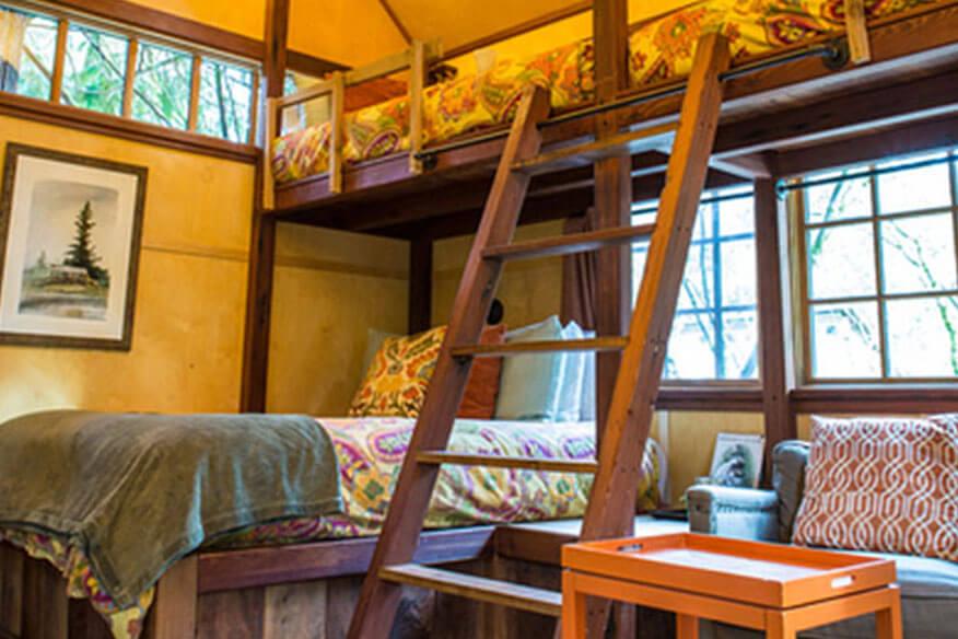 Baumhaushotel TreeHouse Point Schlafbereich