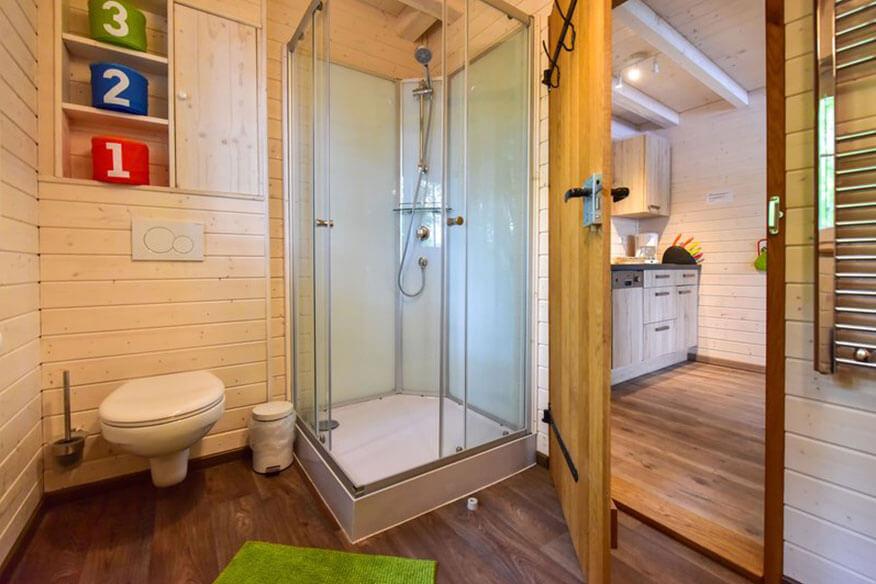 schwedenhaeuser am sorpesee badezimmer