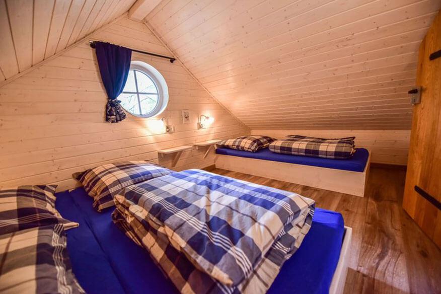 schwedenhaeuser am sorpesee schlafzimmer