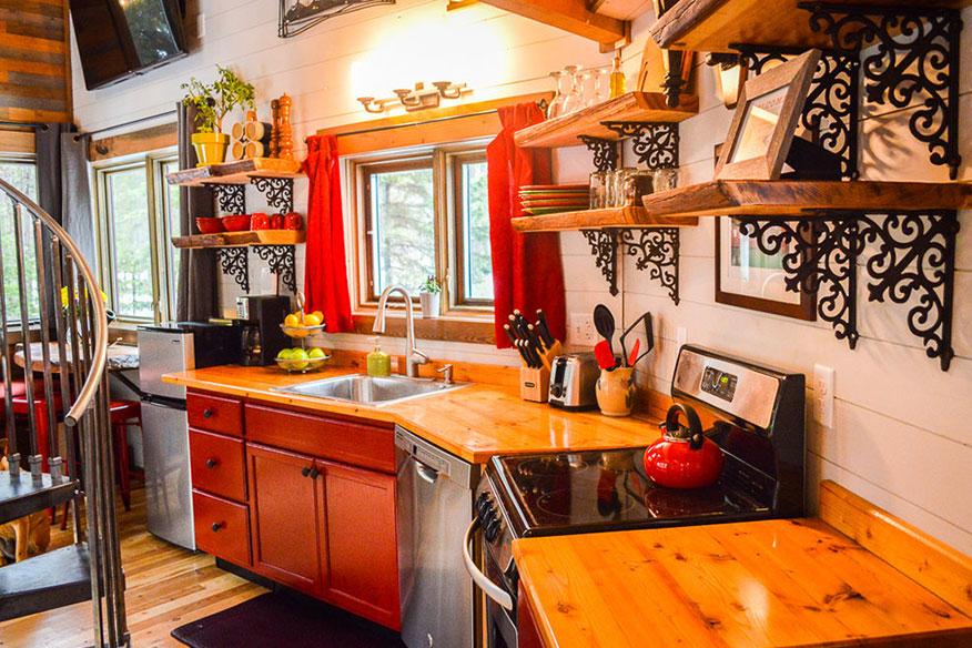 Montana Treehouse Retreat Schlafbereich Küche